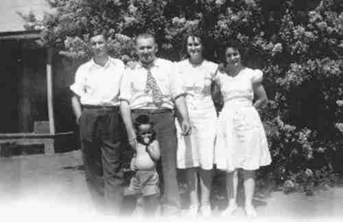 L-R Earl (brother) Marvin Pitt (father) Ruth Pitt (mother) Jane (sister) & Larry (in front)